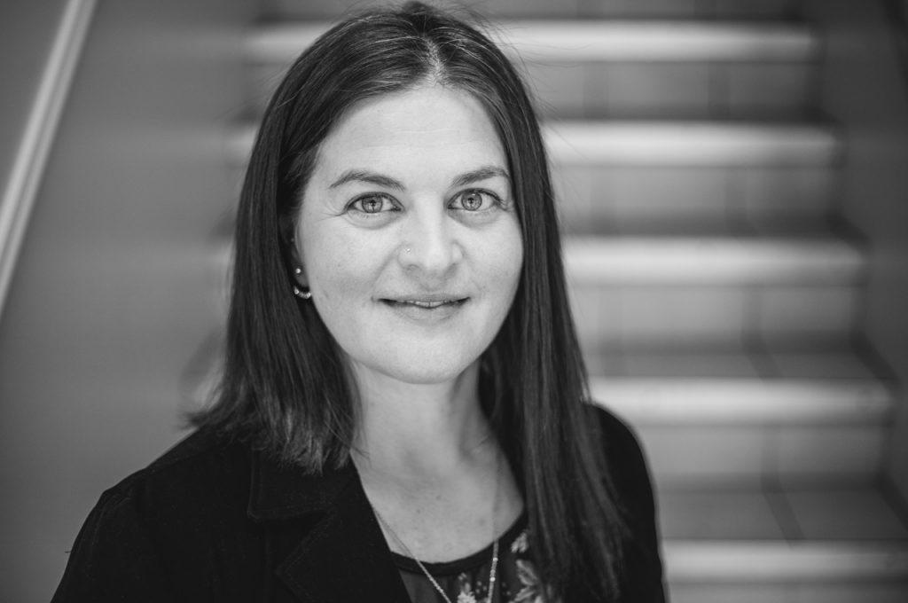 Kostom Konseil-Stéphanie Jeanne Bouchard